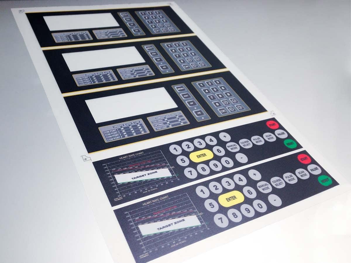 Frissen elkészült, speciális billentyűfólia műszaki berendezések számára.