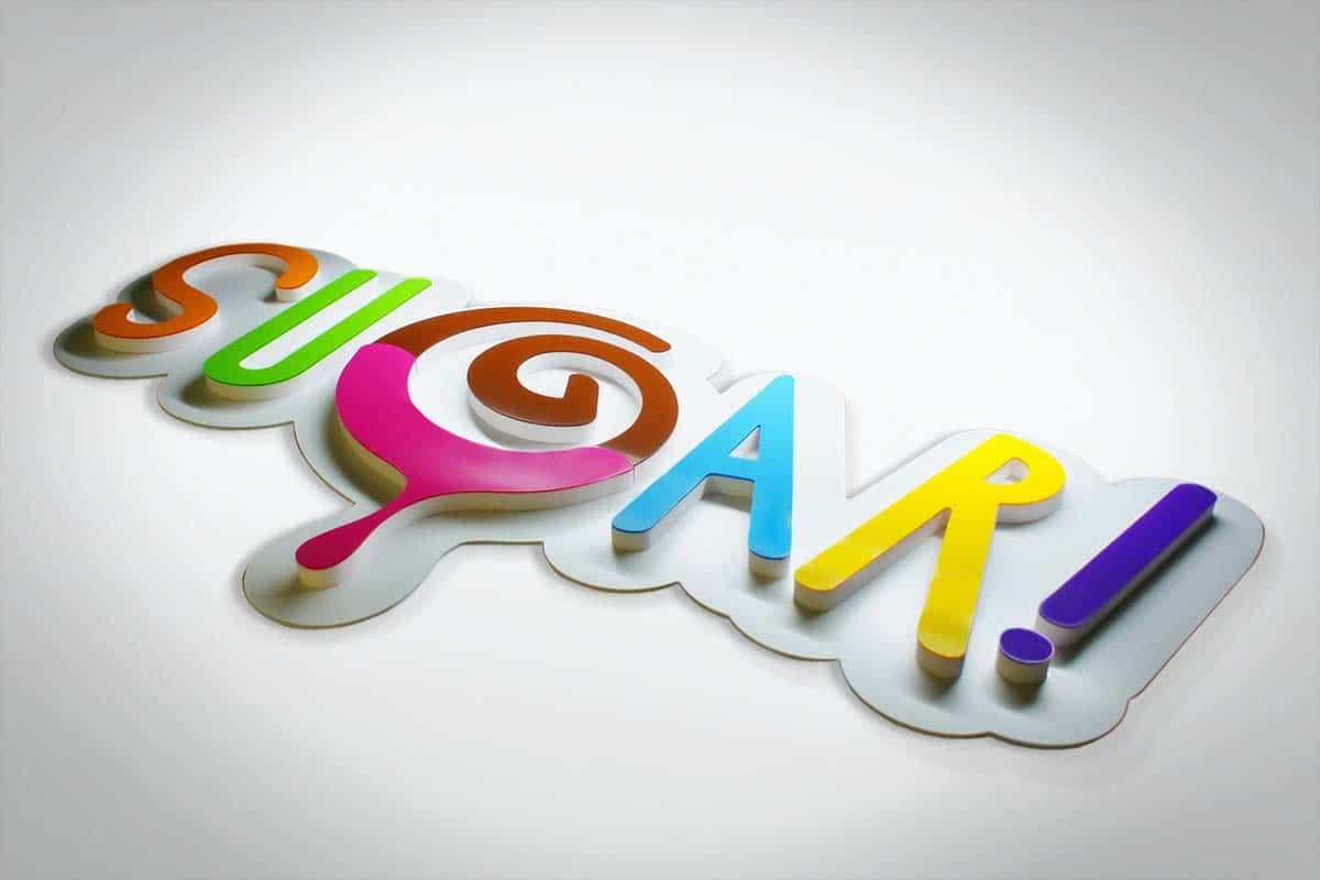 Nagyméretű plasztikus Sugar! logó színes betűkből kirakva.