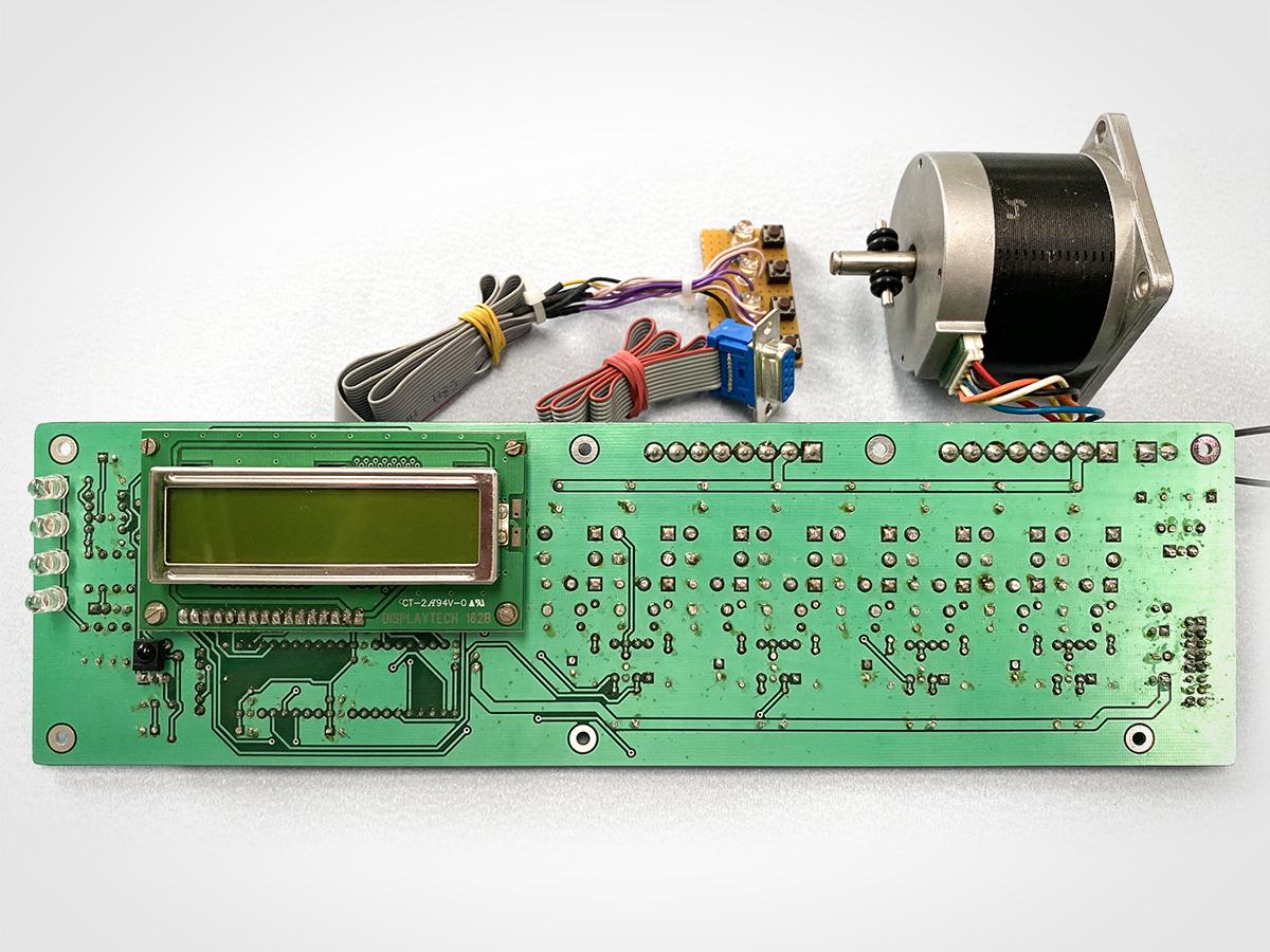 Elektronika, kijelző és mikromotor. A vezérlőrendszer elemei.